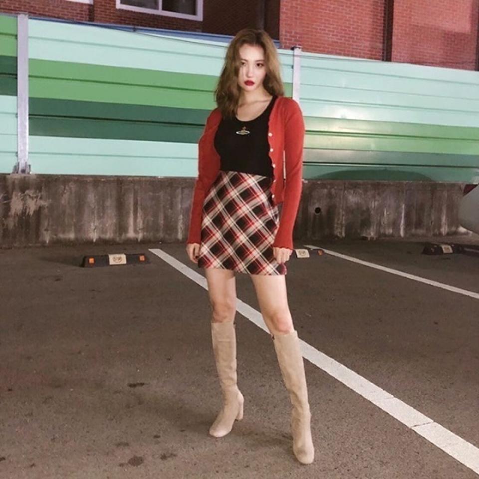 ソンミ、ロングブーツで脚線美引き立つファッションを披露